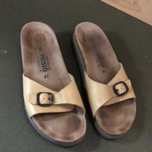 Leather Camel flats